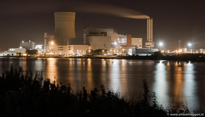 Industrieterrein Moerdijk bij nacht
